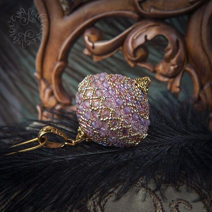 Нежно розовый кулончик для настоящей принцессы. 👸🏼 В комплекте позолоченная цепочка или шелковая лента ручного окрашивания, на выбор. 💕  3650 ₽