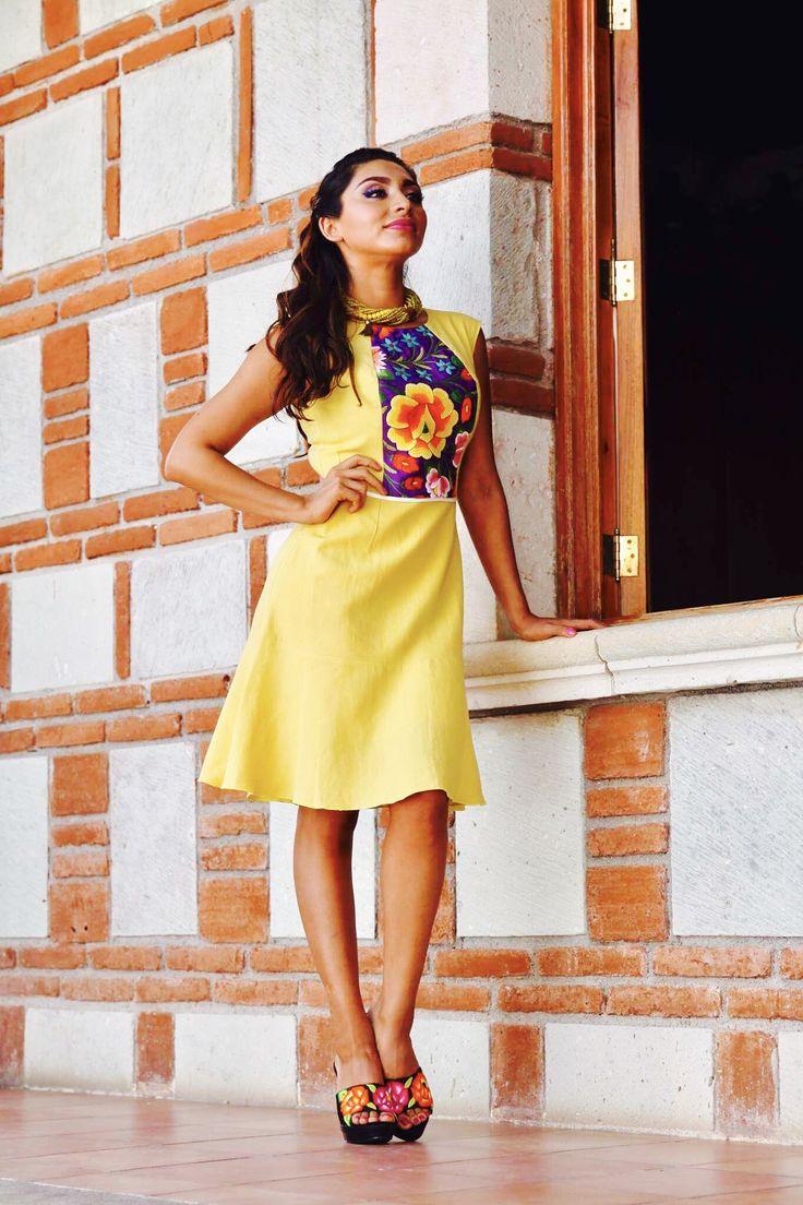 Vestido de lino en color amarillo mostaza con bordado a mano del itsmo de tehuantepec.
