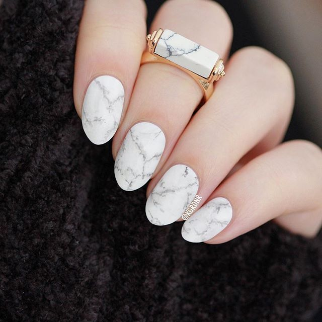 Hi everyone! Sorry I've been away for so long  .. I thought I'd pop in and share these simple white marble nails I wore recently ☺️ .. Thank you all so much for sticking around and sending me sweet comments too, I really appreciate it! ☺️❤️❤️