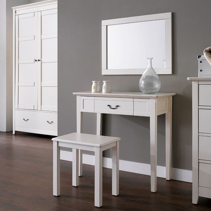 Alyssa Dresser Console Set comes in aged effect look. It contemporary style will suitable match with your elegant home interior