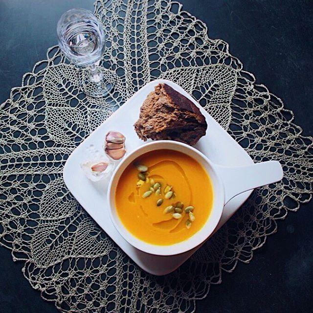 Для укрепления иммунитета, хорошего настроения и приятного чувства сытости у FlamandRose есть свой рецепт — суп-бар. * 1 из шести супов на выбор подаётся с ломтем свежего хлеба и стопкой водки Koskenkorva. * Планируйте свои культурные выходные в городе и не забывайте про насущную пищу.  Забронировать столик можно, написав в директ или по тел. +7(812)498-50-35 #петроградская #frenchcuisine #здесьвкусно http://w3food.com/ipost/1508634319814789501/?code=BTvvuu4hgl9