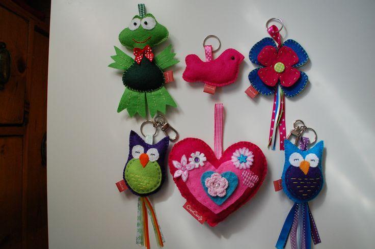tashangers kikker, vogel, bloem, uil en hart van vilt