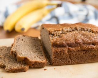 Gâteau simple et gourmand à la banane : http://www.fourchette-et-bikini.fr/recettes/recettes-minceur/gateau-simple-et-gourmand-a-la-banane.html
