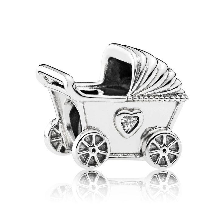 Pandora Bedel zilver 'Kinderwagen' 792102CZ. Deze hand-finished zilveren Pandora bedel 'kinderwagen' symboliseert de babytijd. Geef het cadeau bij de komst van een nieuwe baby of herinner je moeder aan jouw eigen kindertijd. De kinderwagen is zeer gedetailleerd vormgeegeven en bevat twee hartjes aan iedere zijde. https://www.timefortrends.nl/sieraden/pandora/bedels.html