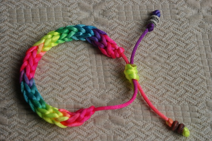 bracelet icod crochet .  Vídeo tutorial.  https://www.youtube.com/watch?v=FNMLckOxcMs