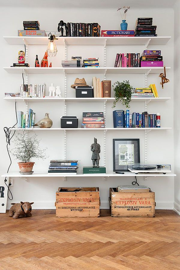 8 tricks for styling an artistic bookshelf in your home or dorm room.