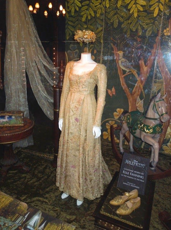 Elle Fanning Aurora Costume 294 best images about ...