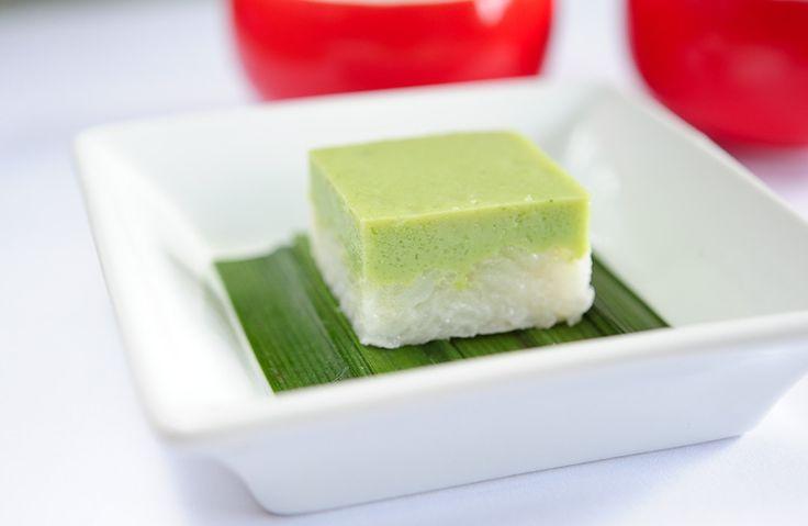 Azjatyckie desery są inne. Serimuka to wybitny przykład. Nie jest bardzo słodki ani bardzo aromatyczny ani kwaskowaty, ani nie ma kontrastu smaków a jednak zjada się go do końca. A do tego ten kolor! Liście pandanu ciężko kupić ale od…