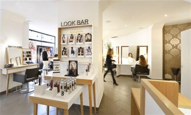 L Oreal Professionnel Vient En Aide A 6000 Salons De Coiffure Expert Zone Idee Salon Salon De Coiffure Salon