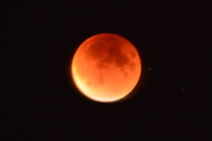 Supermoon; blood moon; total eclipse of Moon 2015; Niagara Falls ...