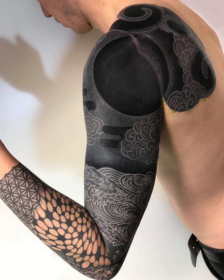 These Striking Solid Black Tattoos Will Make You Want To Go All In – Tattoos