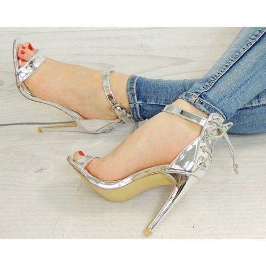 Dámske sandálky striebornej farby s bočným zapínaním - fashionday.eu