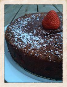 Jag kan själv erkänna att jag var skeptisk när jag läste receptet till den här kakan. Kladdkaka utan socker, hur är det över huvudtaget möjl...