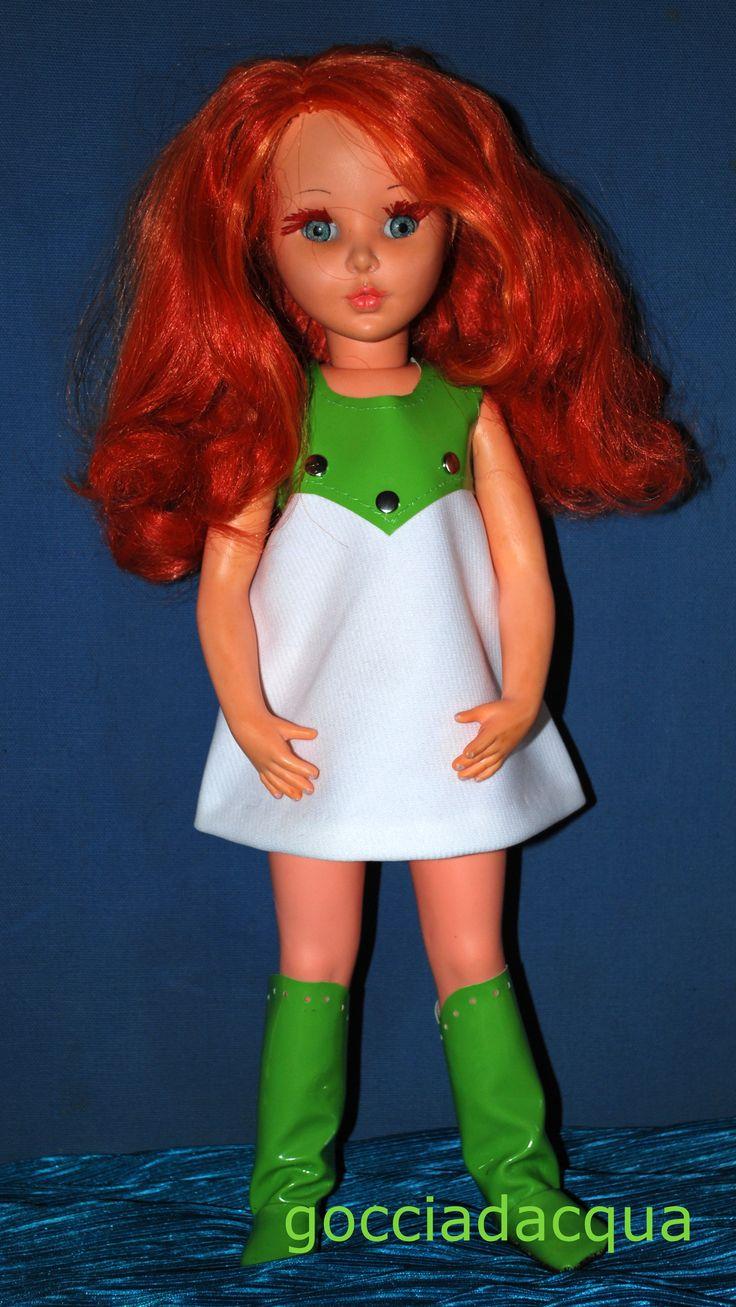 Sheila OOAK 'pel di carota' con repro di 'Portocervo' del 1968, completato dagli stivali nella stessa similpelle lucida del carrè dell'abito