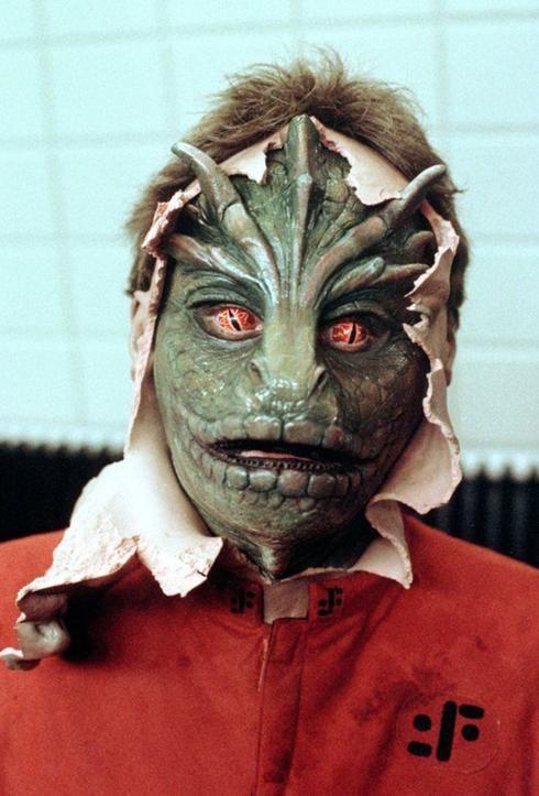 Lezard dans la série V: Horror Stuff, Childhood Memories, Tv Show, Masks, Scifi Cosplay, Man Monsters, Lizards, Monsters Man, Sci Fi Cosplay