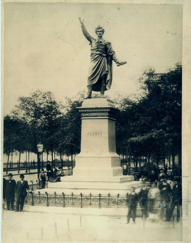 """Klösz György (1844–1913): A Petőfi-szobor. 1882. A paszpartun jobbra lent ceruzás jelölések és felirat: """"embermagasság"""". Huszár Adolf gyűjteménye"""
