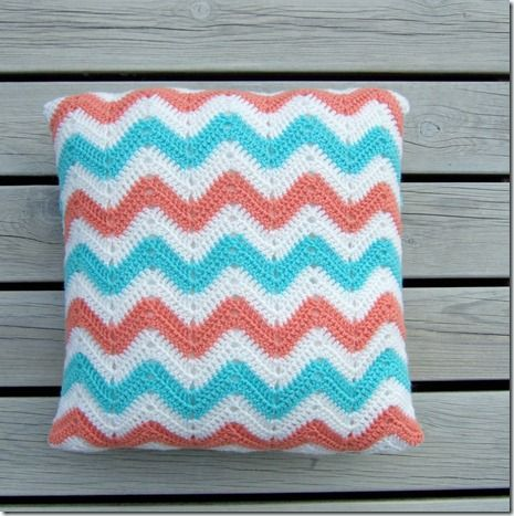 Super easy pattern for a Chevron pillow!