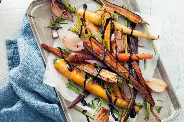 Kijk wat een lekker recept ik heb gevonden op Allerhande! Regenboogwortels met balsamico en rozemarijn