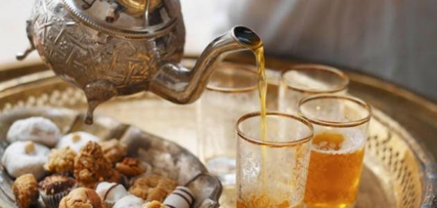 أهم فوائد الشاي المغربي طريقة عمل شاي مغربي Moroccan Mint Tea Moroccan Food Mint Tea