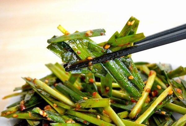 自宅でラーメン屋の「壺ニラ」を作る方法! ピリ辛にんにく味が3分で出来るラク旨おすすめレシピ - mitok(ミトク)