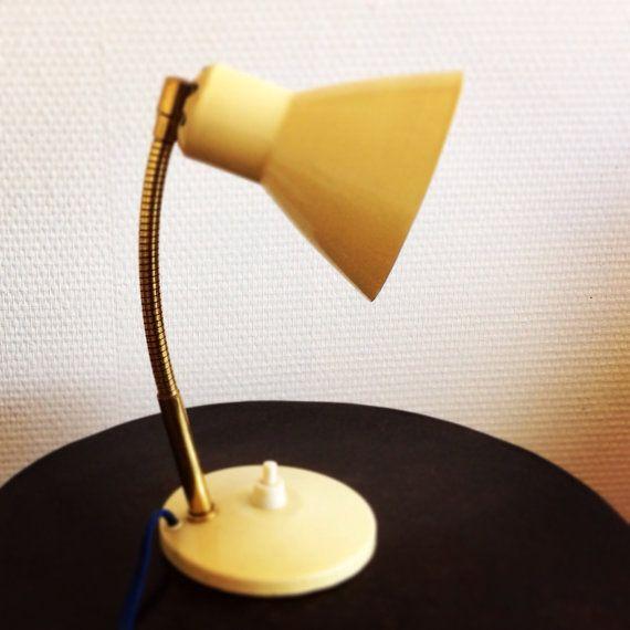 petite lampe de bureau des ann es 50 par. Black Bedroom Furniture Sets. Home Design Ideas