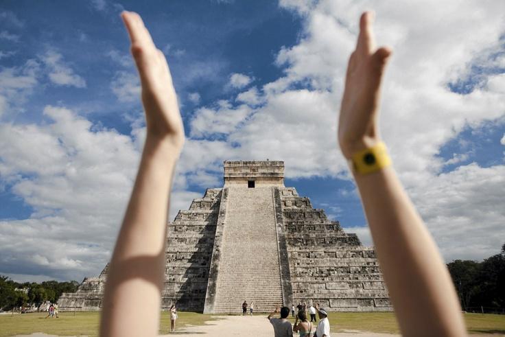 Kukulkánin pyramidi on yksi uuden maailman seitsemästä ihmeestä. Kun lyö kätensä yhteen pyramidin juurella, takaisin kantautuu kotkan ääntä muistuttava huuto. Katso kooste Chichen Itzasta klikkamalla kuvaa. Kuva: Vesa Laitinen