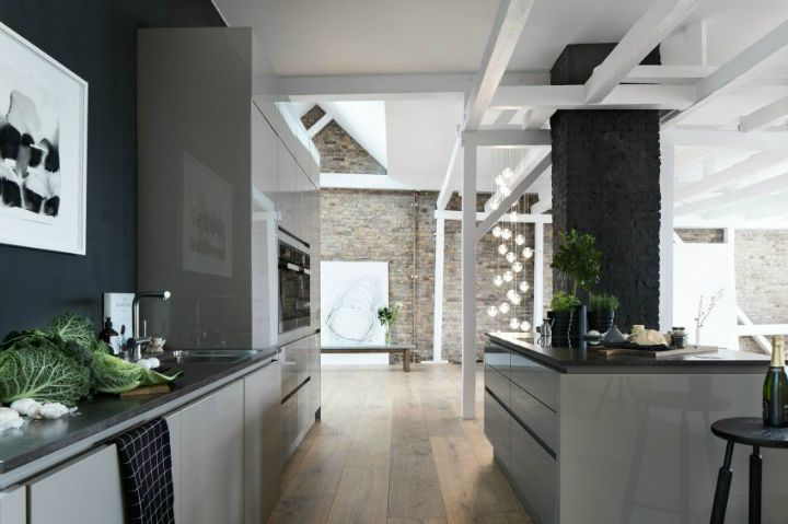 Minimalist design can be imaginative and functional. Check this loft inLoft in Berlin by Santiago Brotons Design. The penthouse is located in a picturesque little street, just close by Ku-Damm...