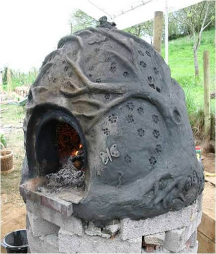 The oven is fired with seasoned wood and apart from initial smoke is very low…