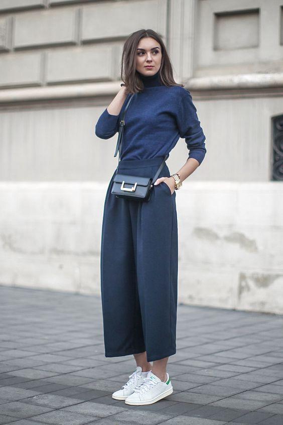 Todas as mulheres amam preto por ser fácil de combinar, diminuir visualmente a silhueta e por ser elegante, mas o Azul Marinho, além de estar super em alta, é a melhor maneira de substituir o preto, por ter as mesmas vantagens e deixar o resultado super moderno! Azul marinho combina com qualquer cor, por isso …