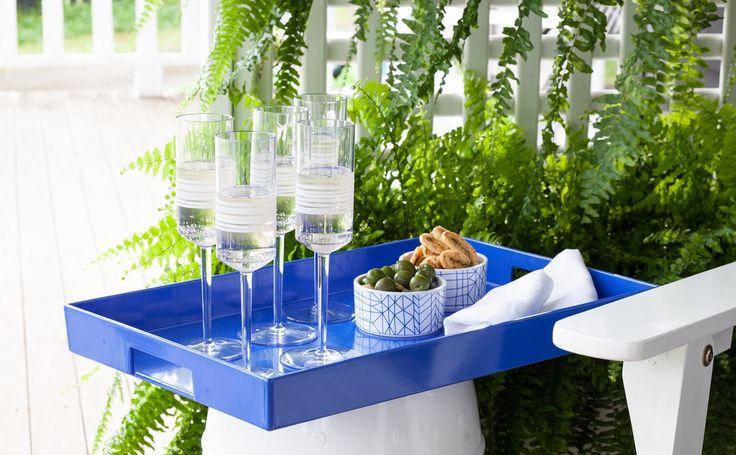Entertains friends. bzyoo champagne flutes & serve ware #design #drinks #food #decor #homewares #blue #bzyoo