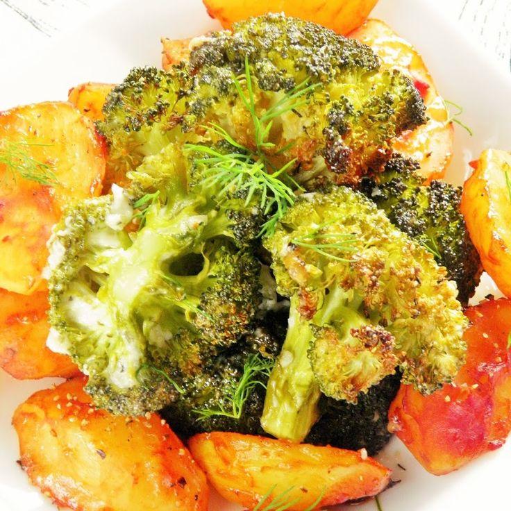 Pieczone pikantne ziemniaki i czosnkowe brokuły