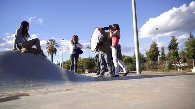 El making of de la sesión práctica fotográfica con modelos en Tarragona, para los alumnos del centro cívico de Bonavista. Con la profesora Asun Montero.