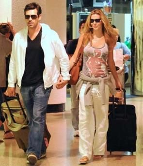 """Realistic Housewives of Beverly Hills"""" actor Brandi Glanville had quite the disorderly New Assemblage's Eve weekend in Las Vegas with pal Darin Dr., it appears. Description from ebuzz24.blogspot.com. I searched for this on bing.com/images"""