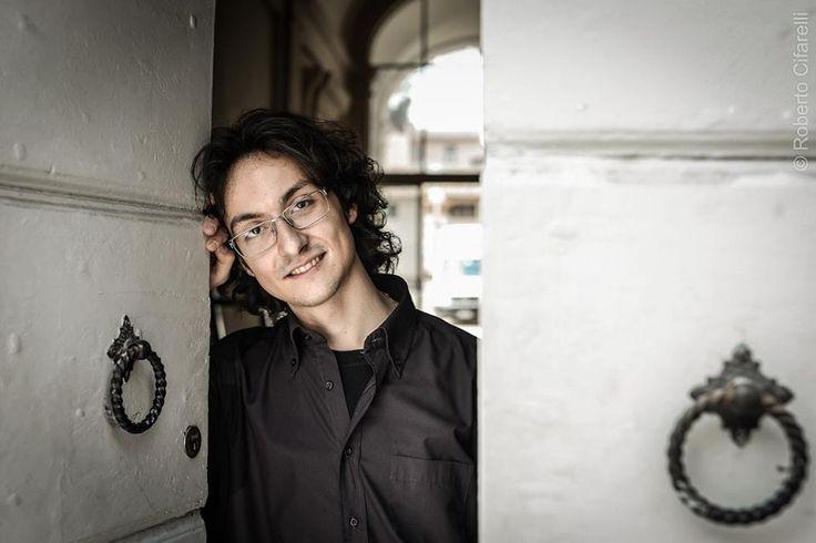 """Cannara, musica a cielo aperto con Manuel Magrini. Il pianista umbro si esibirà in """"Unexpected Piano Solo"""" nell'ambito di Drink With"""