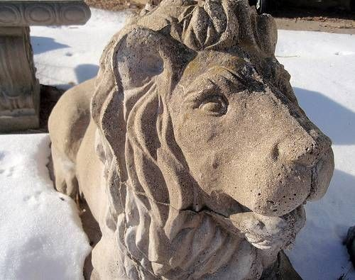 How to Make Molds for Concrete Lawn Sculptures
