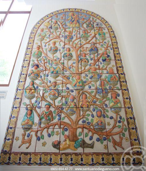 El concepto de árbol de la vida generalmente, simboliza el poder de la vida y sus orígenes, la importancia de las raíces y el desarrollo de la vida.