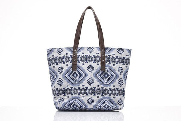 Totes Beach + Shoppers – Mary + Marie