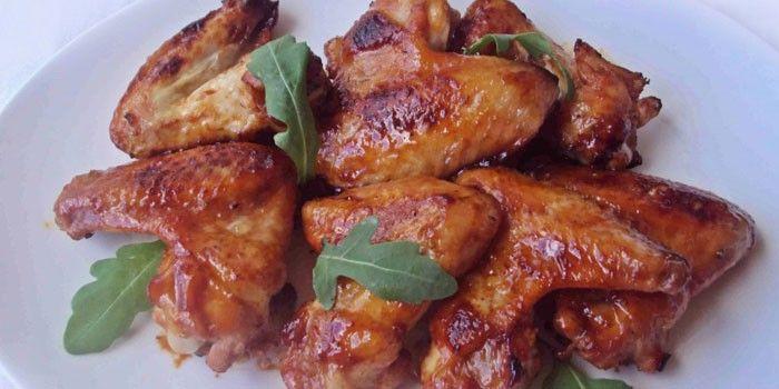 Запеченные куриные крылышки в медово-соевом соусе