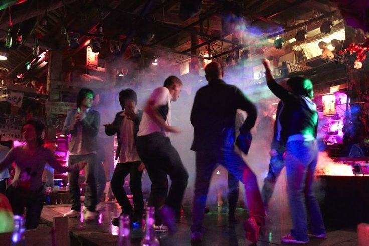 Finding love in Lijiang - Dancing under the strobe lights  Read more: http://www.traveltherenext.com/relax/item/453-finding-love-in-lijiang  #china #lijiang #experience #culture #nightlife #interesting #travel #traveltherenext