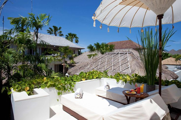 http://www.prestigebalivillas.com/articles/villa-adasa-seminyak-luxury-at-its-best/ Villa Adasa Bali - sundeck