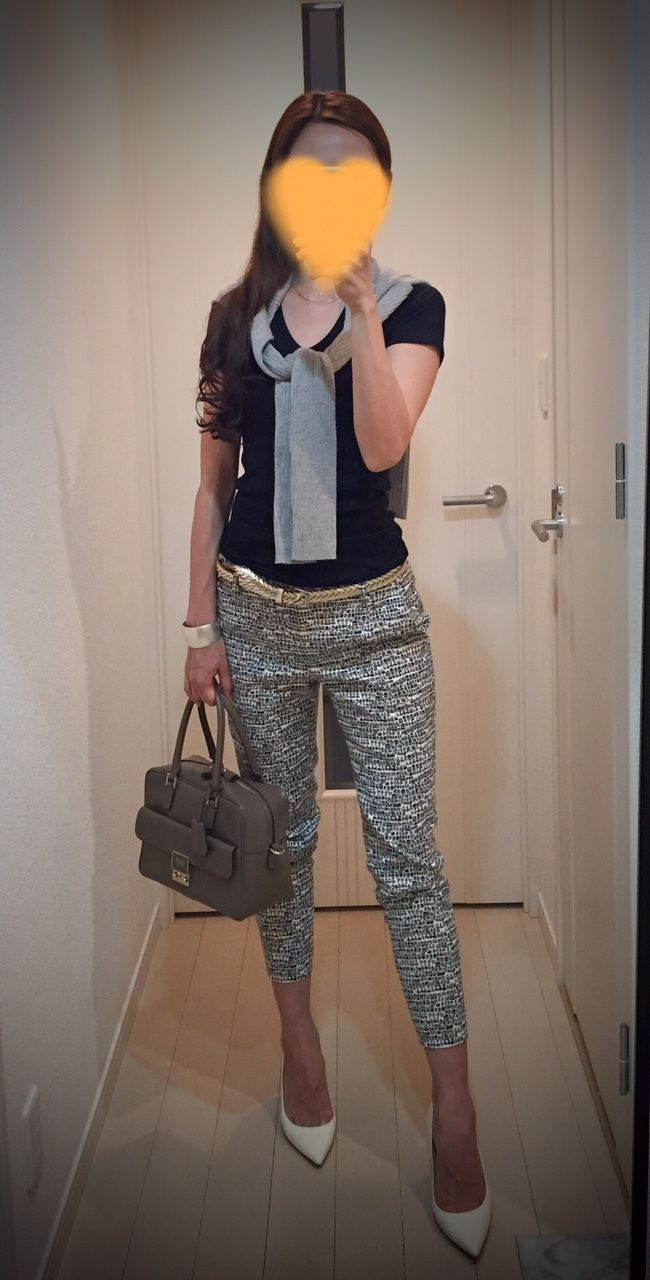 Grey cardigan: ZARA, Tee: GAP, Pants: Tomorrowland, Bag: Anya Hindmarch, Heels: Jimmy Choo