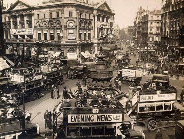 Piccadilly Circus c1919 a busy place
