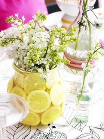 Fill an ENSIDIG glass vase with sliced lemons and sprays of flowers make for fresh and inexpensive table centrepieces!