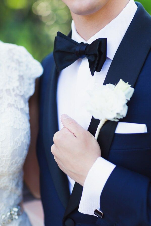 romantic-new-jersey-wedding-groom-boutonniere-and-tie