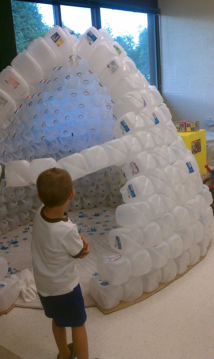 Milk carton igloo!  What a great idea for a play hut for children.  Great for a winter theme and add glow sticks to the milk cartons for the sensory experience!