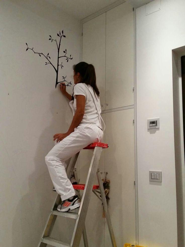 Disegno a parete, albero per foto. Acrilico nero. By Annalisa Tombesi.