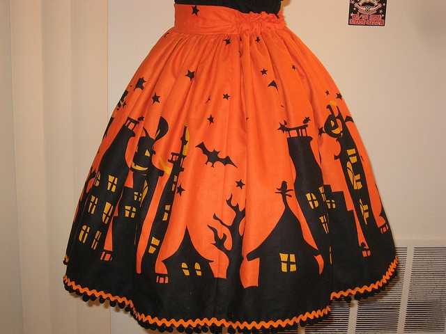 Love this 'Halloween Houses' skirt with jumbo orange Ric-Rac trim on hem... Just right to tie on when whipping up a batch of lizard-liver-newt-eye soup!  :)
