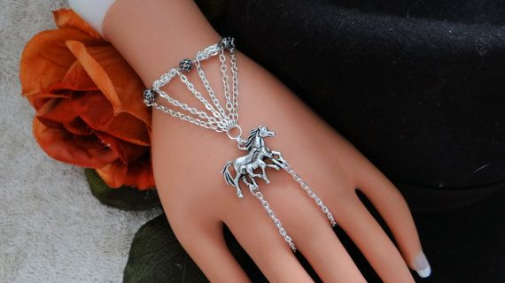Horse Slave Bracelet Western Wear Hand Chain Hand by JWBoutique1, $18.00: Bracelets Rings, Hands Fashion, Chains Bracelets, Beaches Jewelry, Hands Chains, Bracelets Westerns, Hands Jewelry, Chains Hands, Fingers Chains
