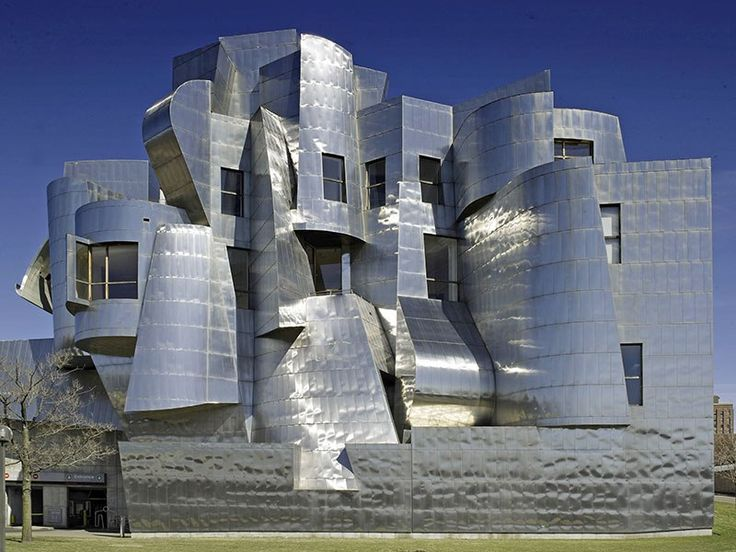 WEISMAN ART MUSEUM – MINNEAPOLIS Completed in 1993, the Weisman Art Museum is located on the University of Minnesota campus. Its western façade, featuring steel-clad turrets and bays, peeks over the bluffs of the Mississippi River. Construction of a Gehry-designed expansion concluded in 2011.