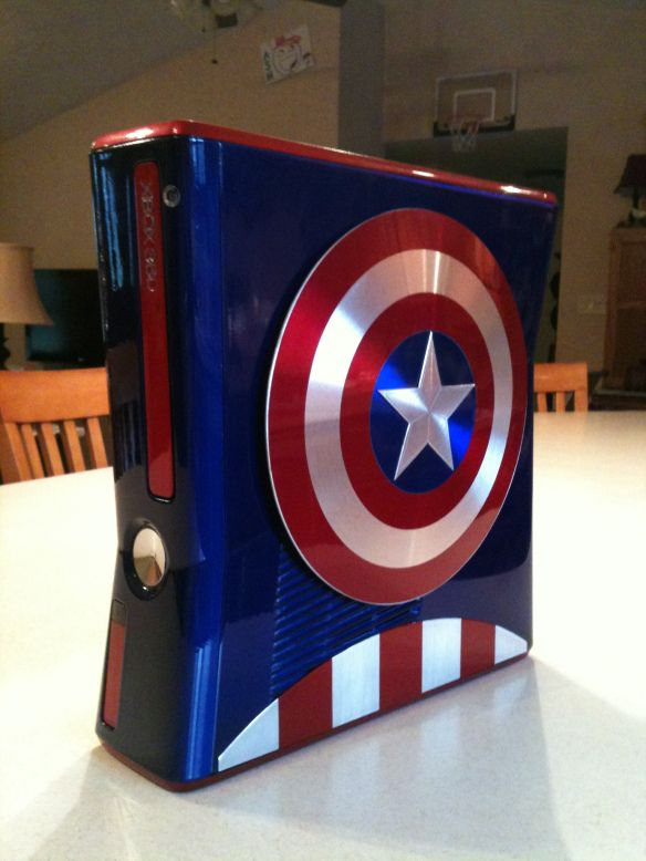 And like that I want to be a gamer chick and own this. Captain America Custom Xbox 360 - GeekTyrant.